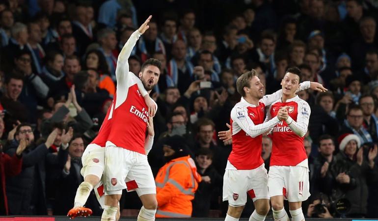 Arsenal vence 2-1 al Manchester City: Walcott y Giroud mantienen al Arsenal cerca del Leicester