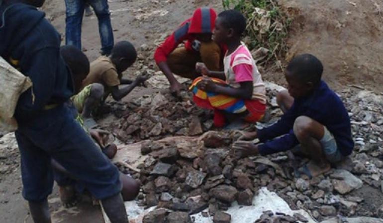 Apple, Samsung y Sony ligadas a caso de minería infantil en Congo