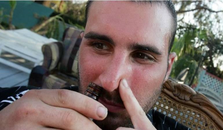 """Qué son los """"poppers"""", la droga recreativa popular entre los gays que se prohibirá en Reino Unido"""