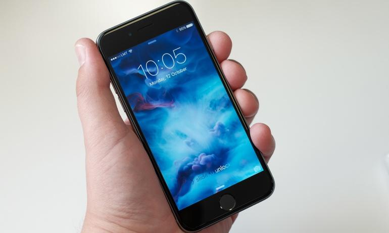 Apple trabaja en baterías inalámbricas: Apple planea incluir a sus dispositivos una batería 100 por ciento inalámbrica