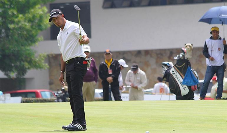 Carballo lidera torneo de Golf en Bogotá en jornada suspendida por falta de luz