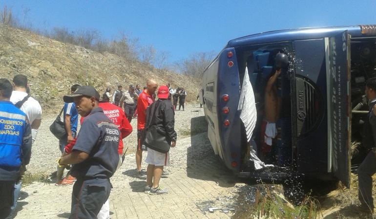 Huracán bus que transportaba se volcó: Toranzo sufrió la amputación parcial de cuatro dedos del pie izquierdo