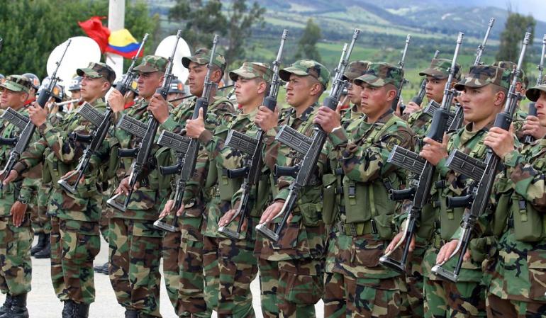Ejército no puede reclutar a estudiantes de bachillerato así sean mayores de edad