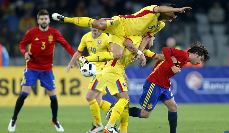 España empata a cero luego de tres años y 30 partidos después