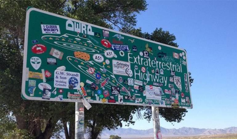 """Carretera extraterrestre: """"La carretera de los extraterrestres"""", la puerta de entrada a la misteriosa Área 51 en el desierto de Nevada"""