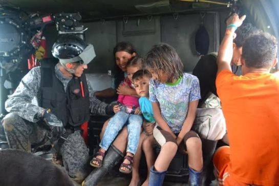 Fuerza Aérea rescató a damnificados: Fuerza Aérea rescató a damnificados en el Meta