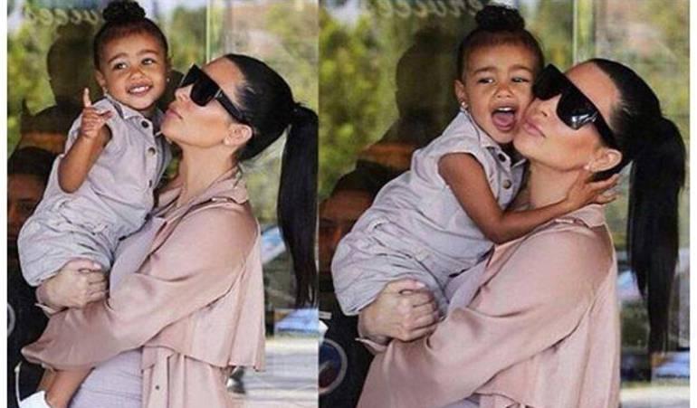 Kim Kardashian ignora a su hija West por fijarse en su celular: Kim Kardashian es criticada por ignorar caída de su hija y estar más pendiente del celular