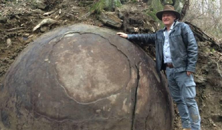 """La piedra hallada: La extraña piedra esférica de Bosnia que """"podría ser la clave de una civilización perdida"""""""