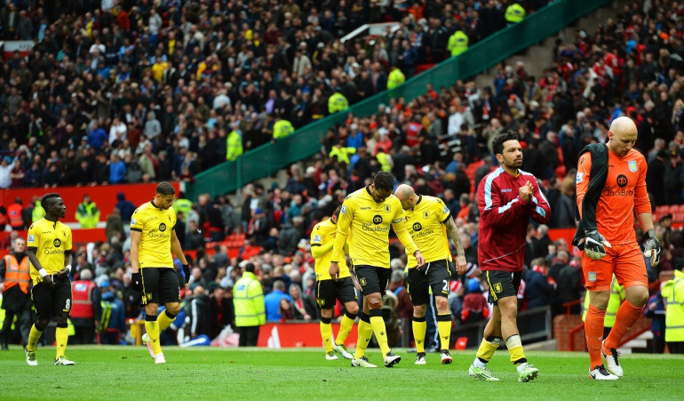Descenso Aston Villa Carlos Sánchez: Aston Villa firmó su descenso en la Liga Premier con Sánchez en el banco