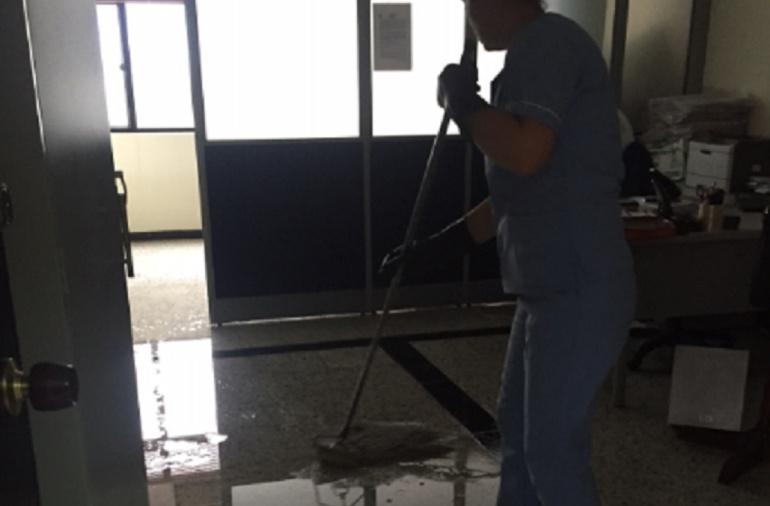 Inundación en los juzgados de Paloquemao: Inundación en los juzgados de Paloquemao por fuerte aguacero en Bogotá
