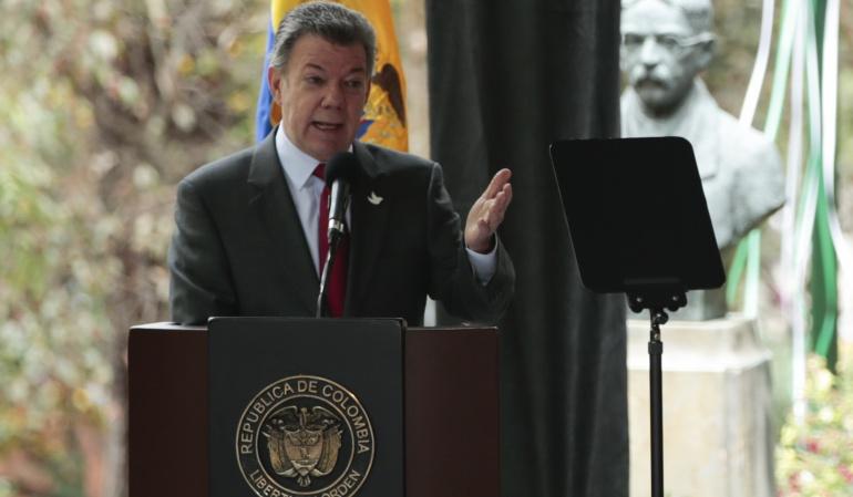 Eln debe renunciar al secuestro para avanzar en el diálogo: Santos