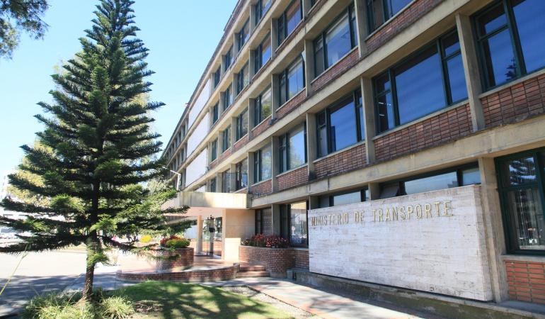 Fallas en el edificio del Ministerio de Transporte: El miércoles se realizará un desalojo temporal del Ministerio de Transporte