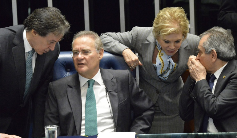 Senado brasileño empieza a obtener mayoría de votos para apartar a Rousseff del cargo