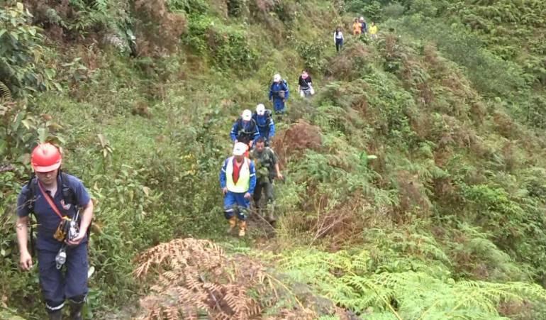 Bomberos rescatan los cuerpos de dos hombres en mina ilegal en Cundinamarca