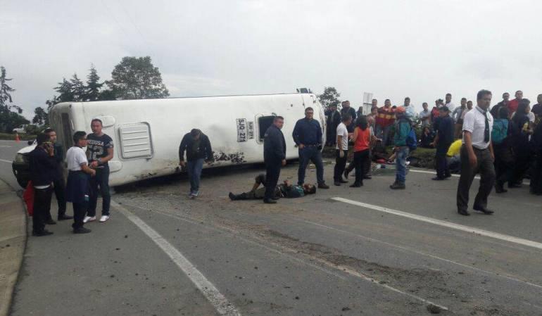 Accidente de tránsito entre Huila y Putumayo: Accidente de tránsito entre Huila y Putumayo dejó tres muertos y 22 heridos