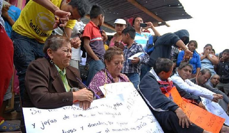 Profesores de Mexico: La humillante rapada de pelo a la que sometieron a un grupo de maestros en México