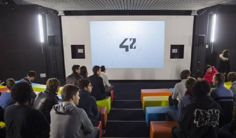 Universidad si profesores: Cómo es 42, la universidad francesa de tecnología que no tiene profesores