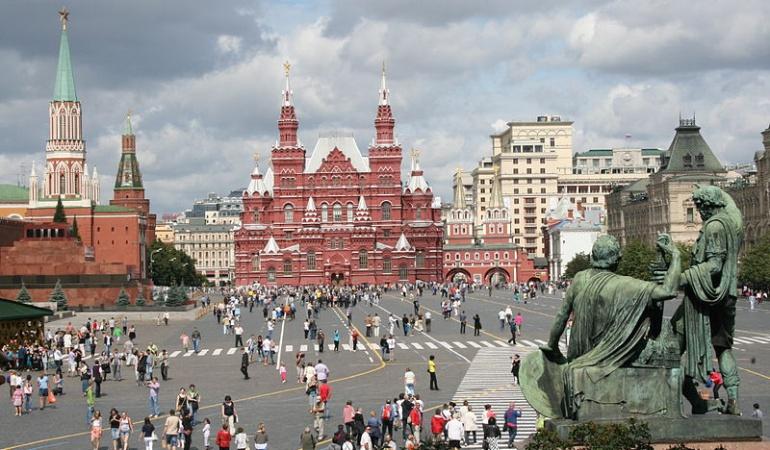 Pavlenski Plaza Roja Moscú: La inspiración de Pavlenski, el ruso que se clavó el escroto en la Plaza Roja