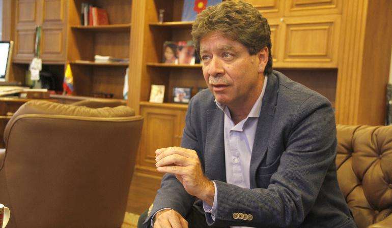 El presidente de la Andi, Bruce Mac Master
