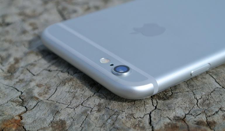 ¿Para qué sirve el hoyo junto a la cámara del iPhone?: Resuelto el misterio: ¿para qué sirve el hoyo junto a la cámara del iPhone?