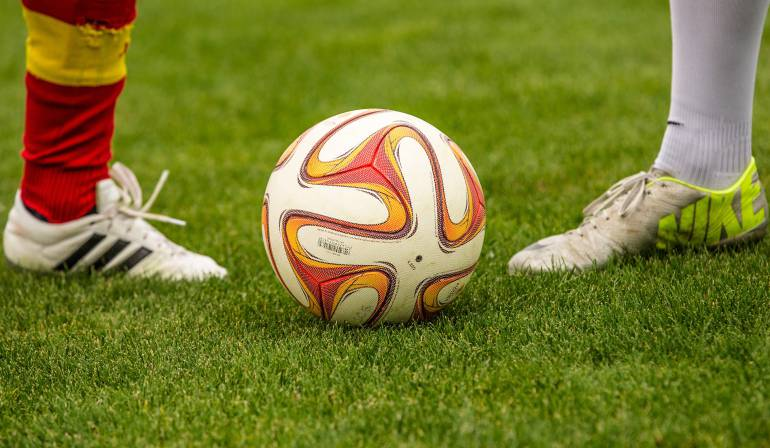 """Cómo jugar fútbol en Facebook Messenger: ¿Qué tan bueno es para hacer """"21"""" con un balón de fútbol?, desde ahora podrá probarlo en Messenger"""