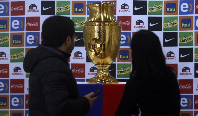 Trofeo Copa América Centenario: Los chilenos comienzan a conocer el trofeo de la Copa América Centenario