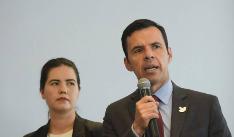 Gobierno invita al Centro Democrático a comisión para el estatuto de oposición