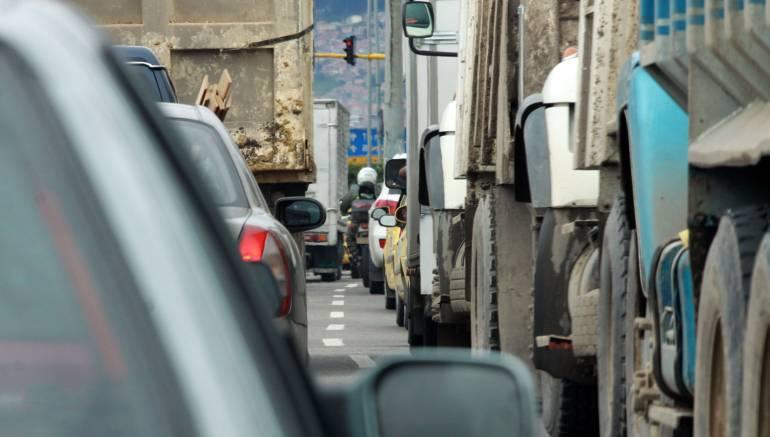 Grúas están habilitadas para llevarse vehículos mal parqueados