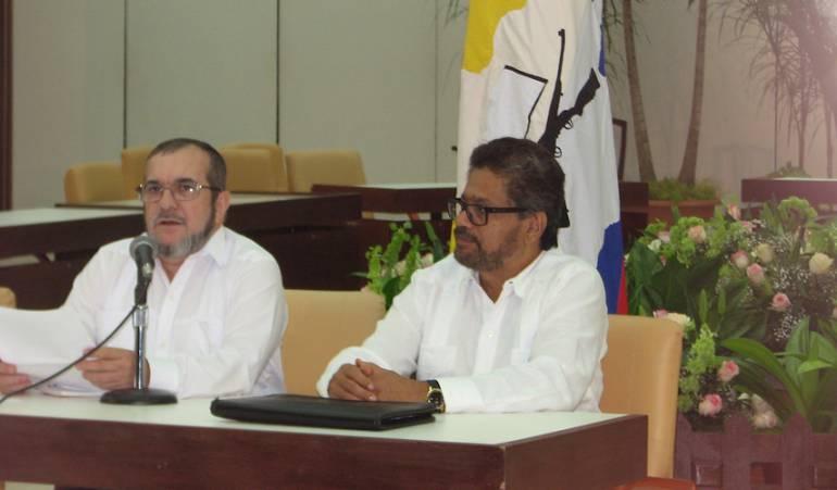 Rodrigo Londoño, alias 'Timochenko', e 'Iván Márquez'.