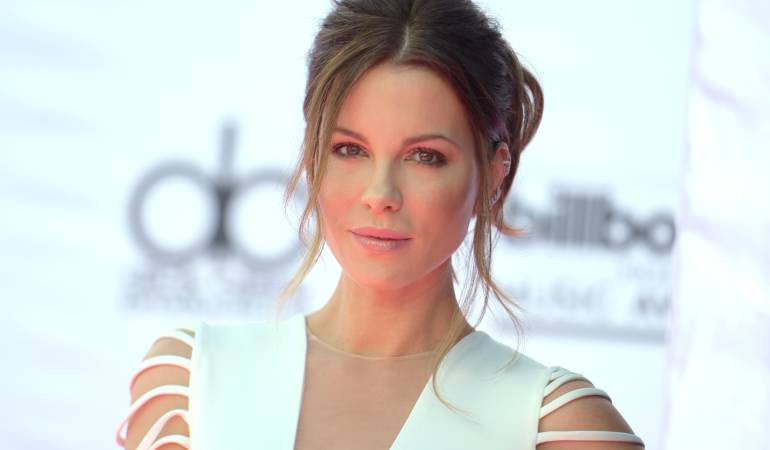 "Kate Beckinsale se disfraza de pene en Instragram: La curiosa foto de Kate Beckinsale para ""triunfar en un mundo de hombres"""