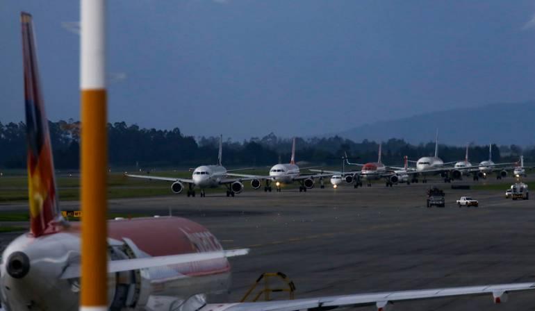 paro camionero afecta aeropuertos Bogotá Cali: Obras en aeropuertos de Bogotá y Cali afectadas por paro camionero