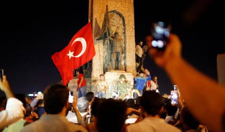 Presidente de Turquía llegó al aeropuerto internacional de Estambul