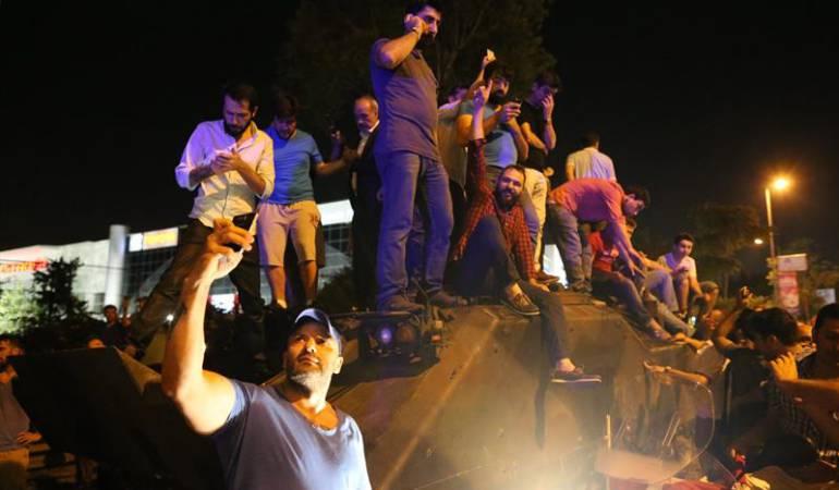[Videos] Así se registró en redes sociales el intento de golpe de Estado en Turquia
