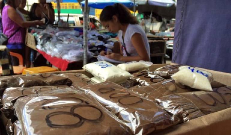 En la calle de Caracas están vendiendo el café en versión ultra pequeña, en una reventa de la reventa.