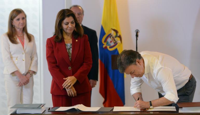 Costa Rica satisfecha con la entrada en vigencia del TLC con Colombia