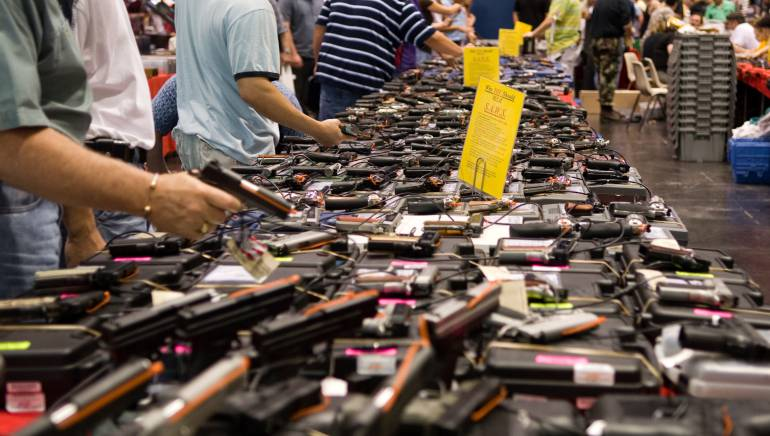 Nueva ley permite armas en universidades públicas de Texas, EEUU