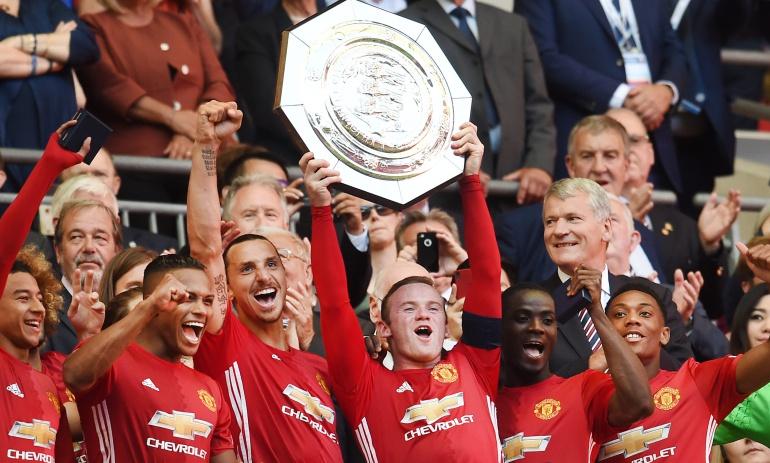 Manchester United logró su primer título de la temporada