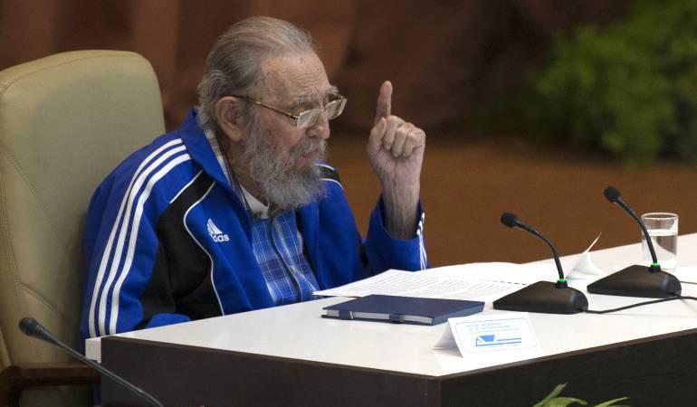 Cumple 90 años Fidel Castro y llama a la paz