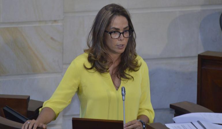 Ministra Parody contrató por $1.600 millones las cartillas sobre discriminación