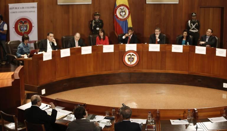 """Corte condiciona plebiscito a que Farc """"depongan las armas"""""""
