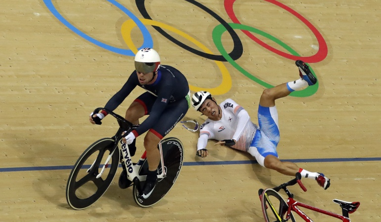 Federación Colombiana de Ciclismo Caracol Radio Mark Cavendish: Colombia demandará ante la UCI accidente de Mark Cavendish