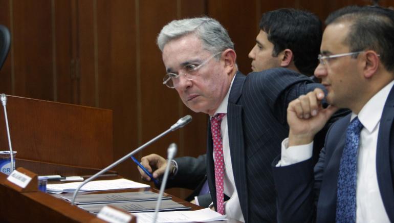 """Debate Gina Parody Cartillas: """"Nuestras cartillas no ignoraban la familia"""": Uribe a Parody"""