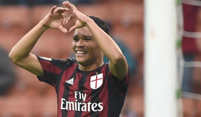 Carlos Bacca Milan: Decidí quedarme en el Milan y estoy feliz con la decisión: Carlos Bacca