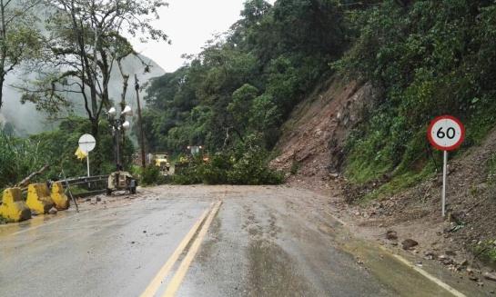Lluvias carreteras: Por derrumbe cerrada transitoriamente la via Bogotá – Villavicencio