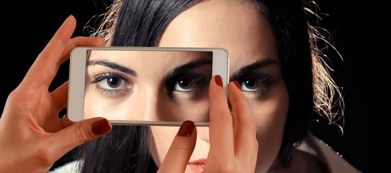 cosas que causan la perdida de visión: No parpadear lo suficiente es una de las cinco causas de acabar la visión