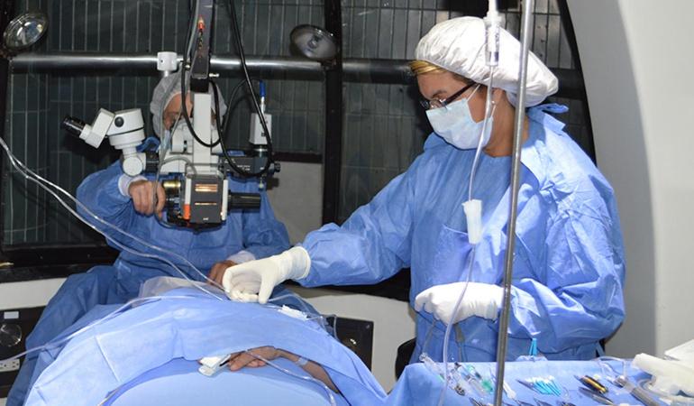 Cirugias estéticas: Suspenden a funcionaria implicada en falsos títulos de cirugía plástica