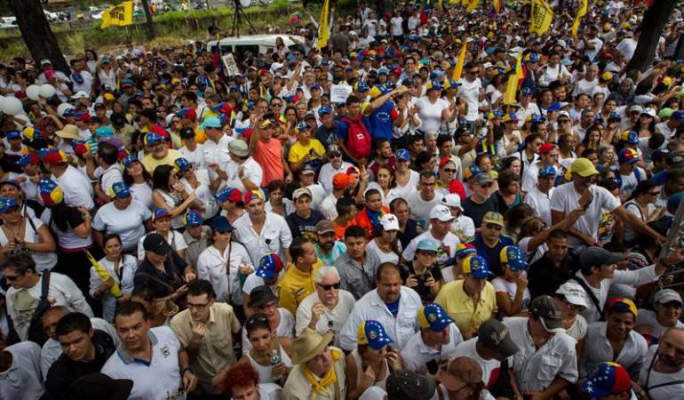 Marcha oposición venezolana: Oposición marcha en el interior de Venezuela bajo fuerte custodia militar