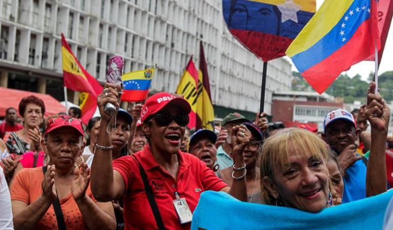 Simpatizantes del Gobierno del presidente venezolano Nicolás Maduro participan en una manifestación en Venezuela.