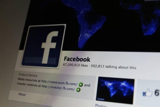 Facebook permitió la publicación de una fotografía de una adolescente desnuda: Facebook irá a juicio por la publicación de una foto de una adolescente desnuda