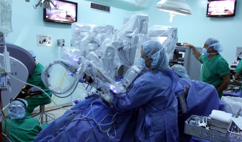 Primeras capturas por convalidación de títulos en cirugía plástica Una funcionaria de Ministerio de Educación y una médico fueron detenidas.  Colprensa  Archivo